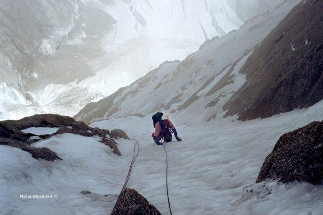 Piethein in de steile klim door de noordwand van de Grand Pillier d'Angle naar de top van de Mont Blanc