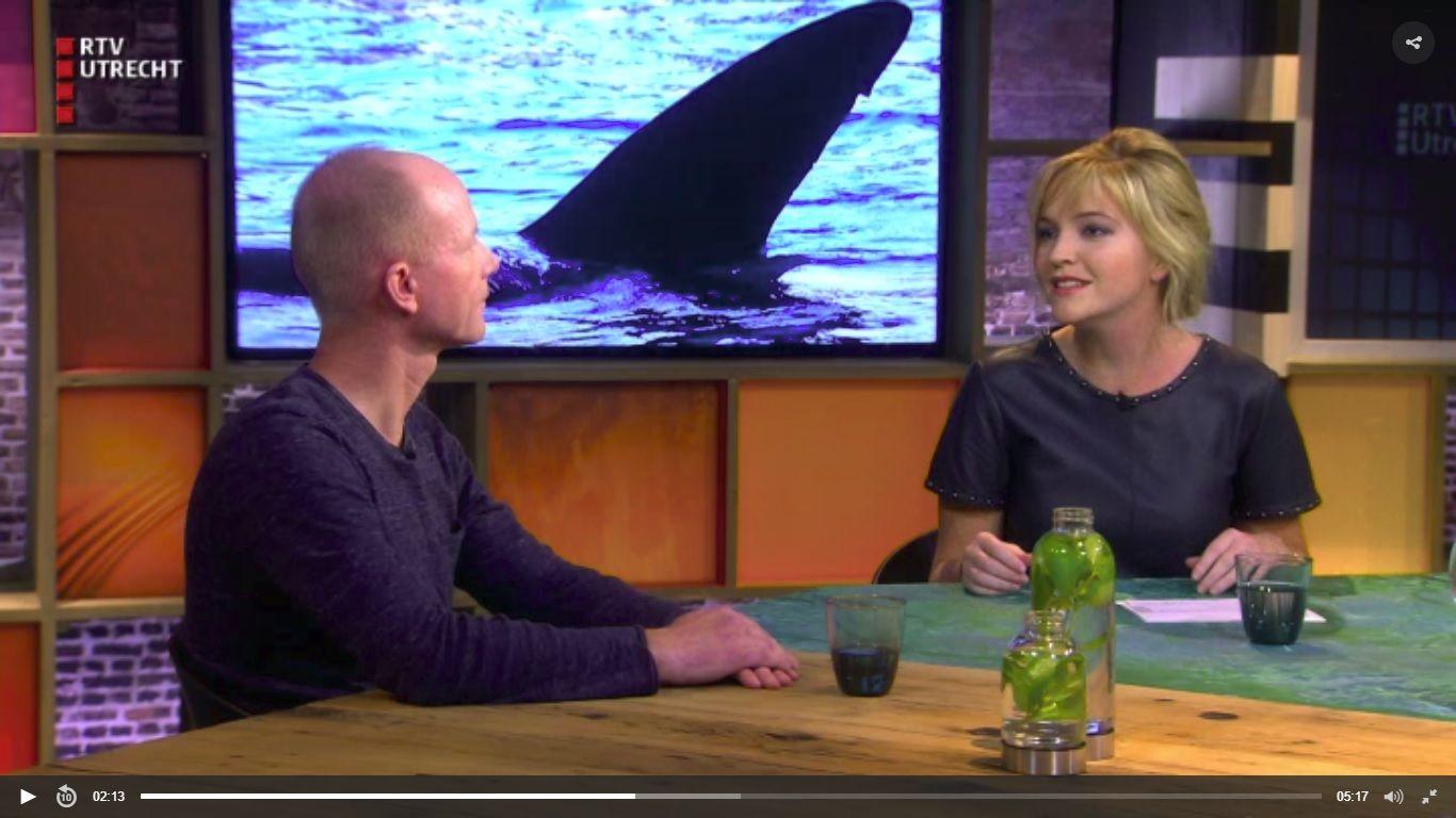 Spreker Melvin Redeker live in de studio bij RTV Utrecht