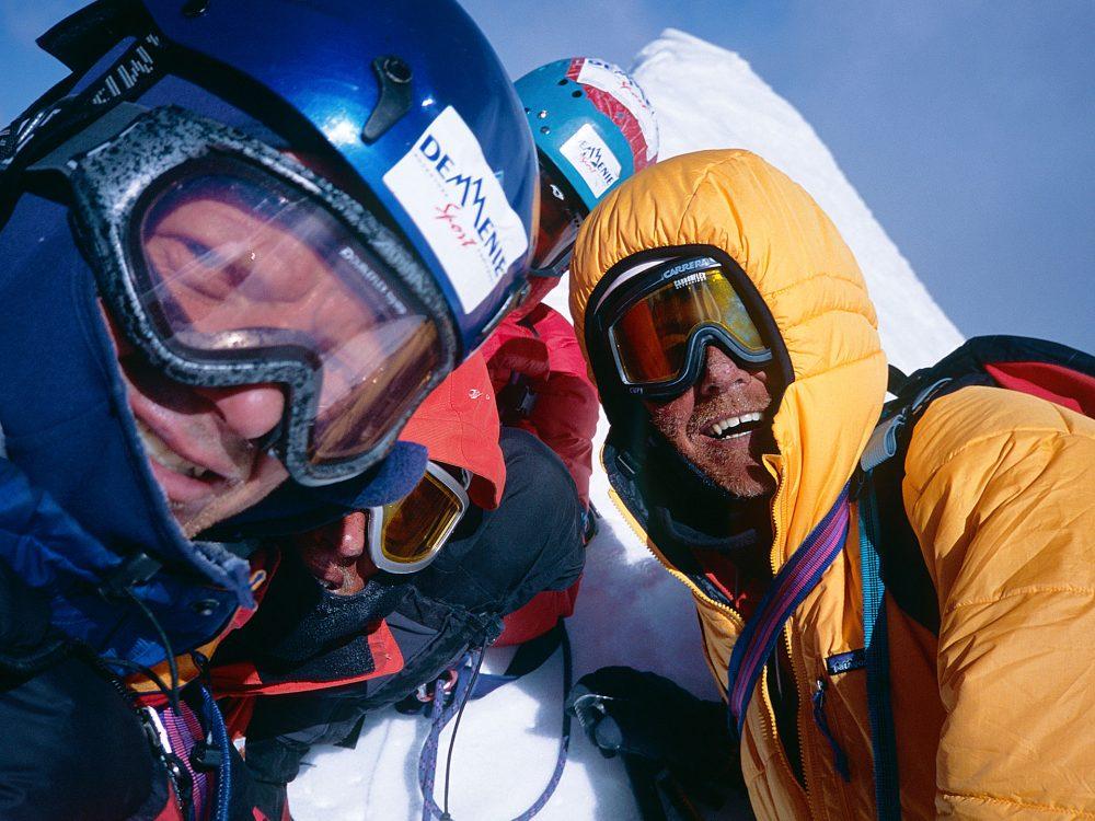 Spreker bergbeklimmer melvin Redeker met team op de top emoties top 6772m bhrigupanth